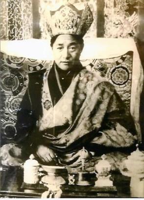 dudjom-rinpoche-blackandwhite-throne